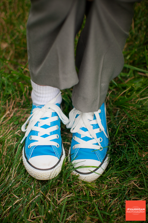 niagara, wedding, photographer, joel, hannigan, legends estate winery, shoes, converse, child, blue