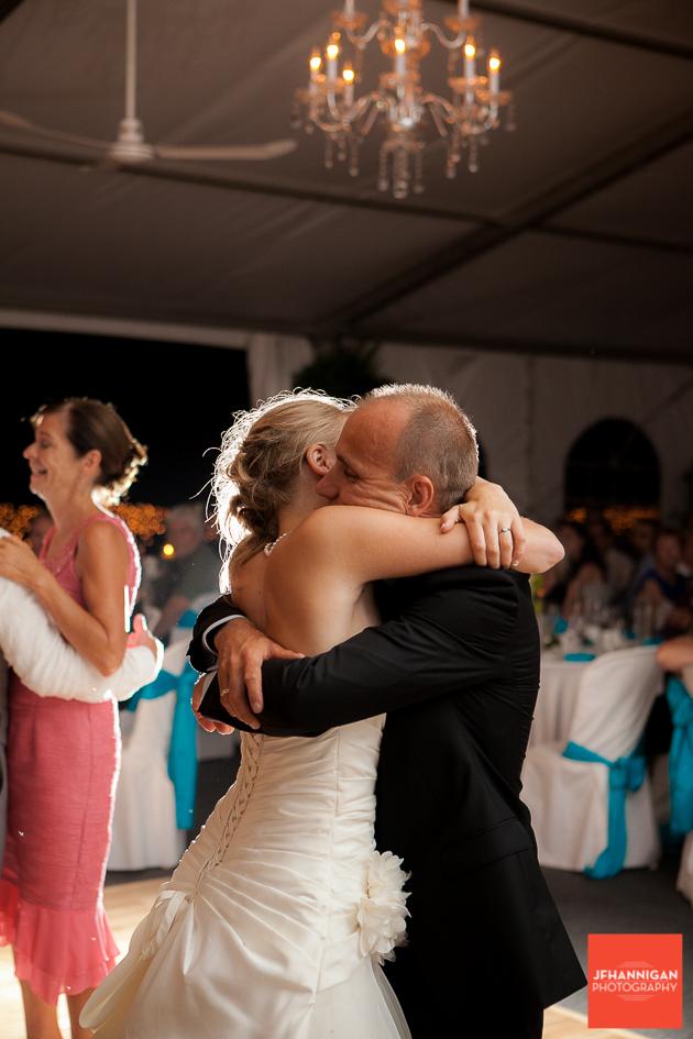 hug, niagara, wedding, photographer, joel, hannigan, legends estate winery,