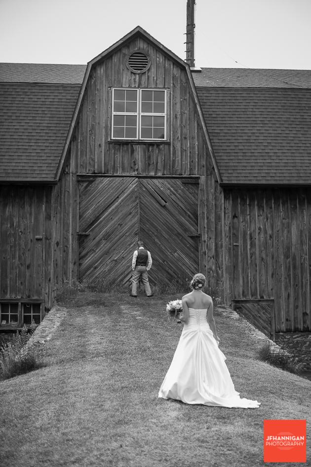 niagara, wedding, photography, joel, hannigan, barn, groom, bride