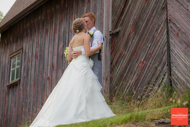 niagara, wedding, photography, joel, hannigan, bride, groom, hug