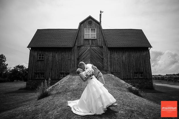 niagara, wedding, photography, joel, hannigan, bride, groom, kiss, dip, barn