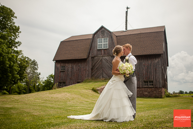 niagara, wedding, photography, joel, hannigan, barn, kiss, bride, groom