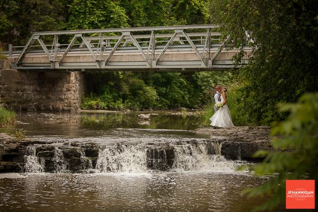 niagara, wedding, photography, joel, hannigan, bridge, bride, groom, waterfall, kiss