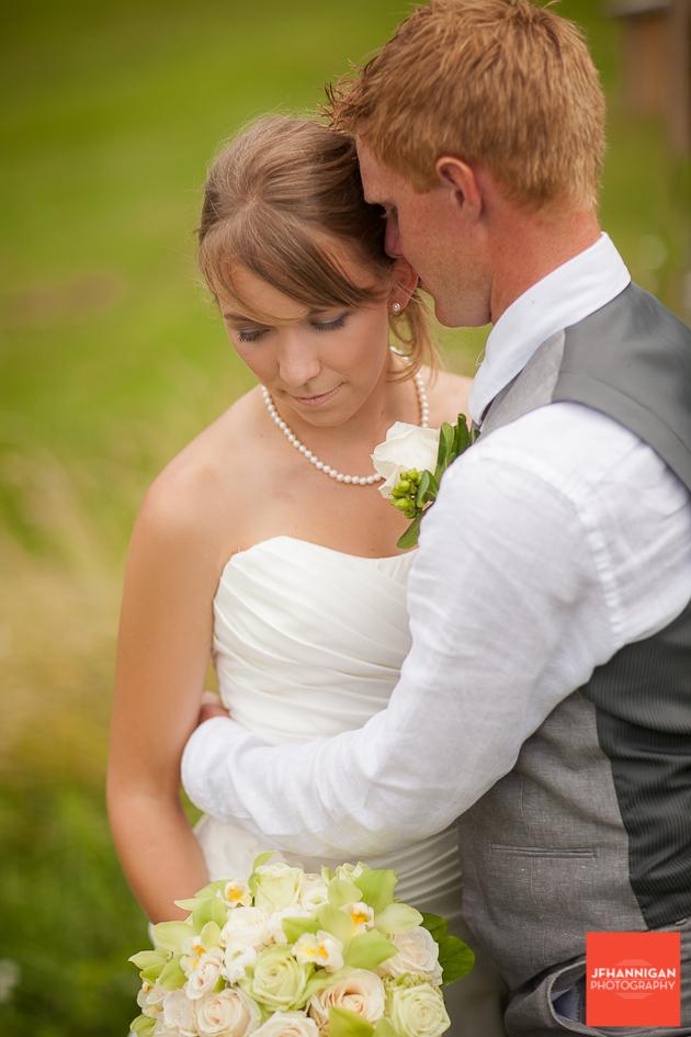 niagara, wedding, photography, joel, hannigan, bride, groom, field