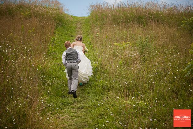 niagara, wedding, photography, joel, hannigan, field, bride, groom