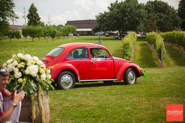 niagara, wedding, photographer, joel, hannigan, legends estate winery, volkswagen, beetle, bride