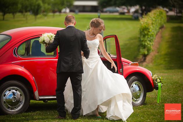 niagara, wedding, photographer, joel, hannigan, legends estate winery, bride, volkswagen, beetle