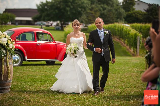 niagara, wedding, photographer, joel, hannigan, legends estate winery, volkswagen, beetle, bride, father