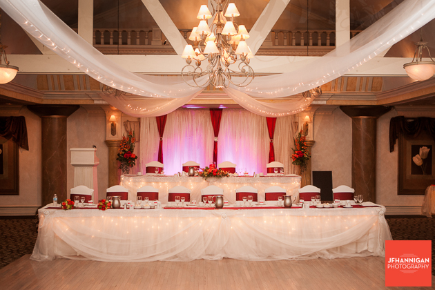 head table with red accents