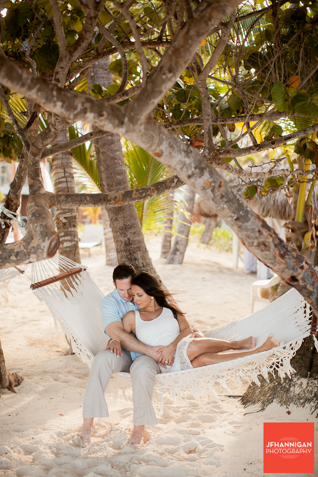maternity shoot couple in hamuk in palm trees