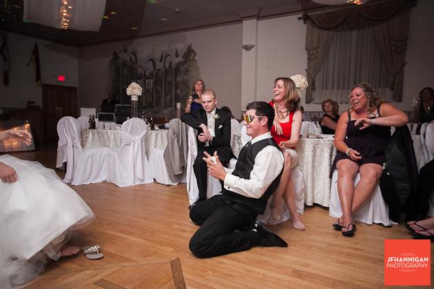 groom prepares to get garder
