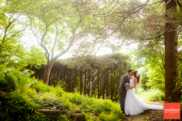 niagara, wedding, joel, hannigan, photography, bride, groom, kiss