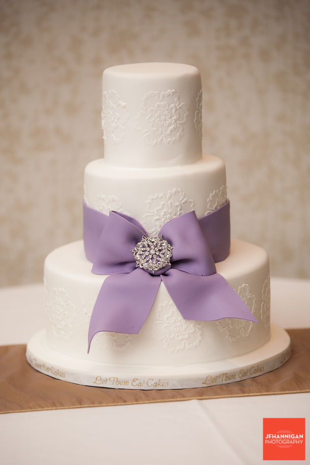 wedding cake in white and mauve