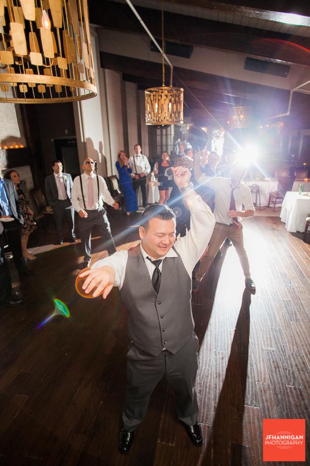 groom tosses garder