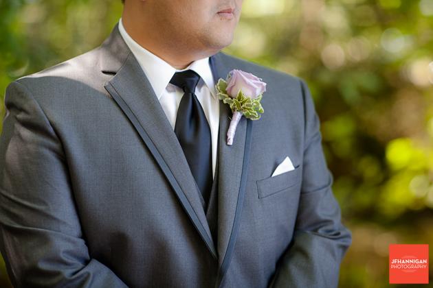groom mauve boutineer